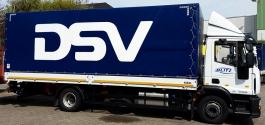 Beschriftung einer LKW-Anhängerplane für DSV in Stuttgart